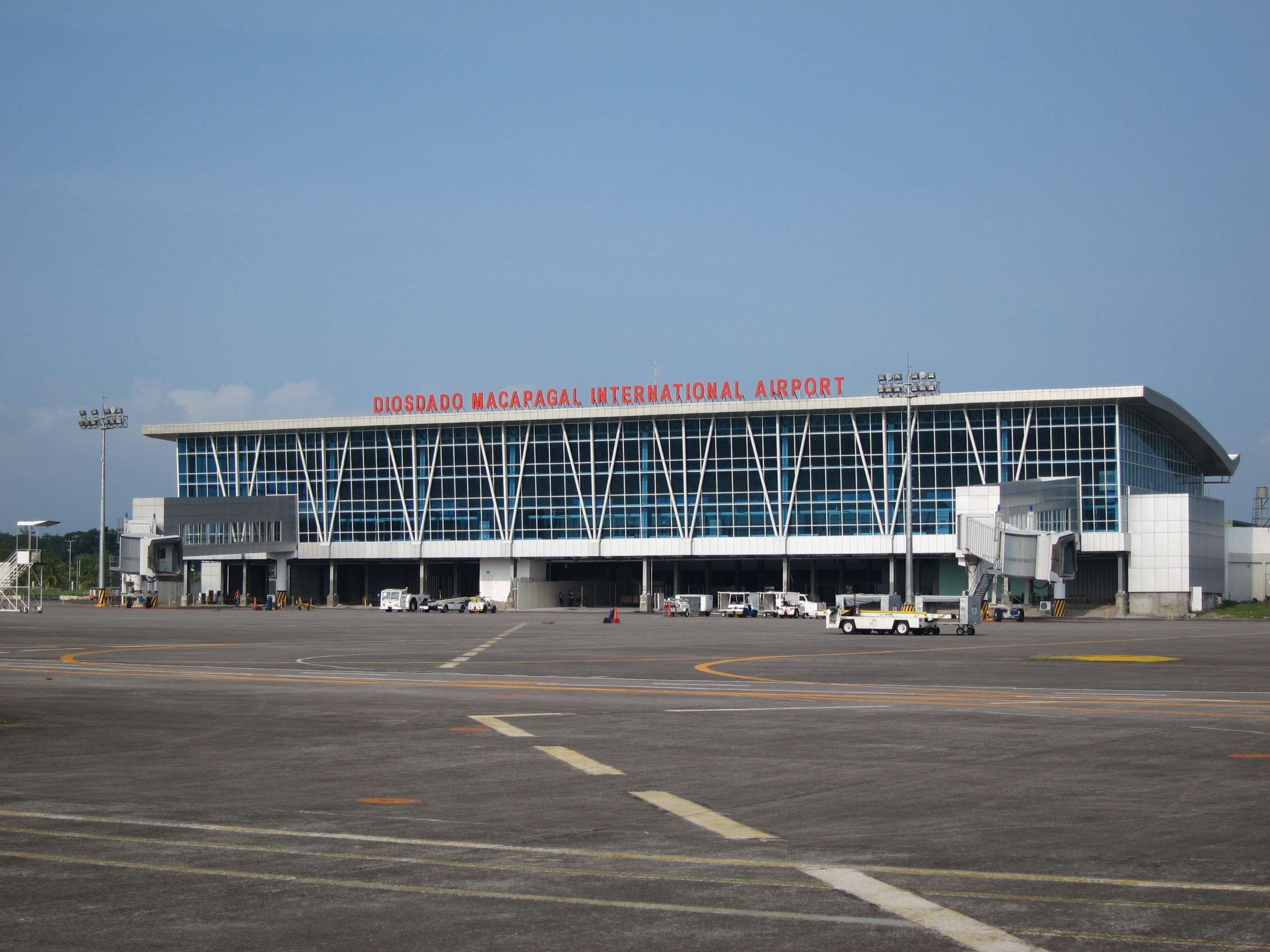Clark International Airport: rapid growth and possible LCCT